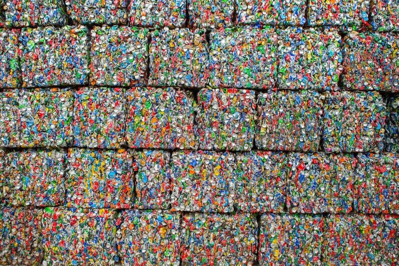 Lixo que recicla o centro em Chisinau, Moldova Recolha de lixo separada Conceito da polui??o rubbish foto de stock