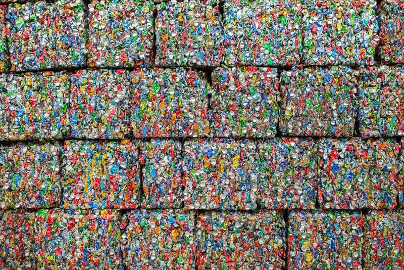 Lixo que recicla o centro em Chisinau, Moldova Recolha de lixo separada Conceito da polui??o rubbish fotos de stock