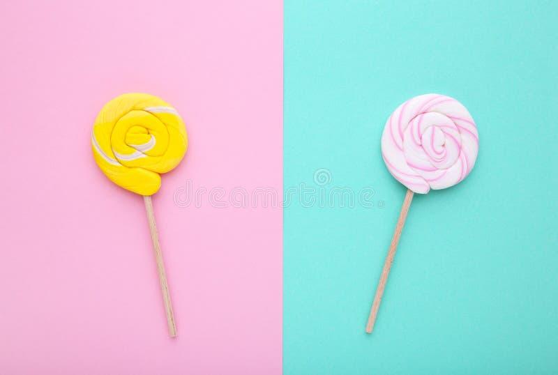 Lizaki na kolorowym tle, cukierki poj?cie obrazy royalty free