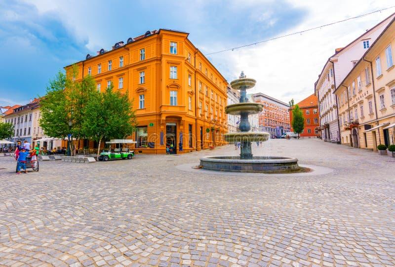Ljubljana-Brunnen auf dem Stadtplatz Alte Architektur und historische Gebäude in Hauptstadt Sloweniens Schönes Panorama von altem lizenzfreies stockfoto