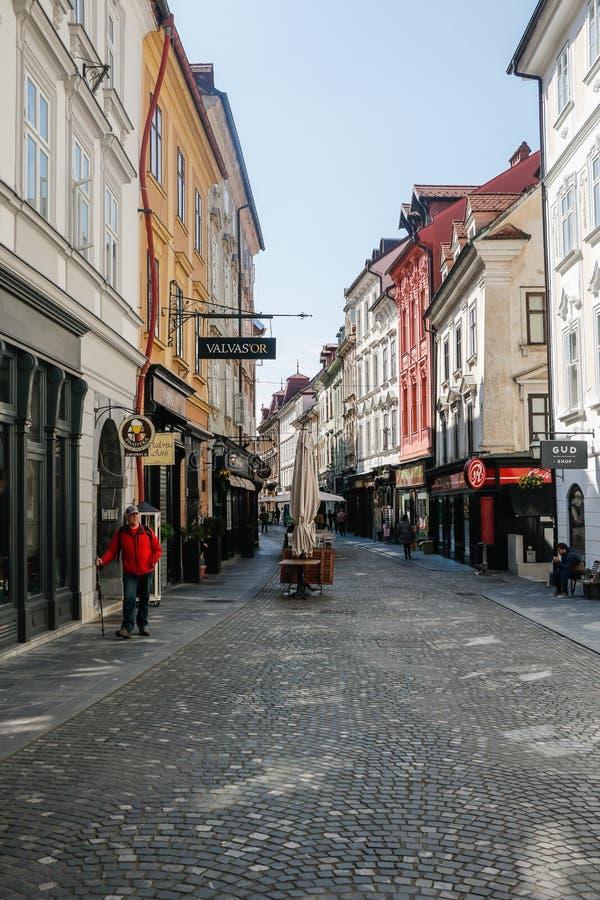 Ljubljana, Eslovenia 7 5 Calle hermosa 2019 en la ciudad vieja Eslovenia de Ljubljana imagen de archivo