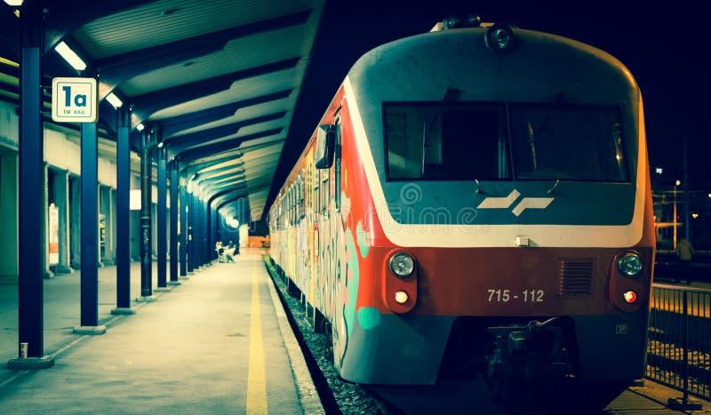 Ljubljana, Eslovenia: Tren en la plataforma, Ljubljana imagenes de archivo