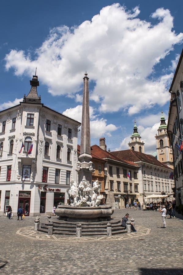 Ljubljana, fonte de Robba, a fonte dos três rios de Carniolan, Eslovênia, Europa, praça da cidade, rua, andando fotos de stock royalty free