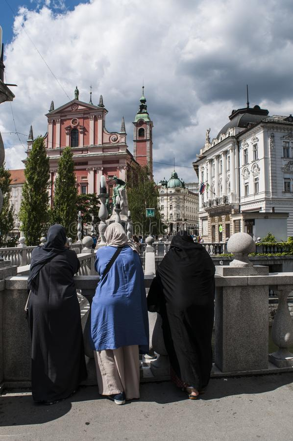 Ljubljana, Moslem, Frauen, Frau, Islam, Slowenien, Europa, Franziskanerkirche der Ankündigung, PreÅ-¡ eren Quadrat stockfoto