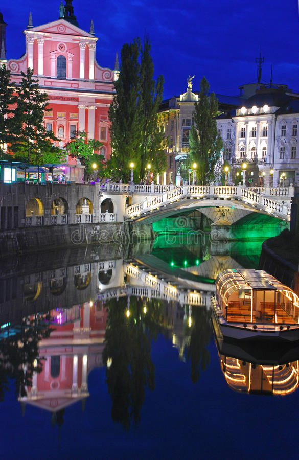 Free Ljubljana Night View With Triple Bridge Stock Photo - 32371830