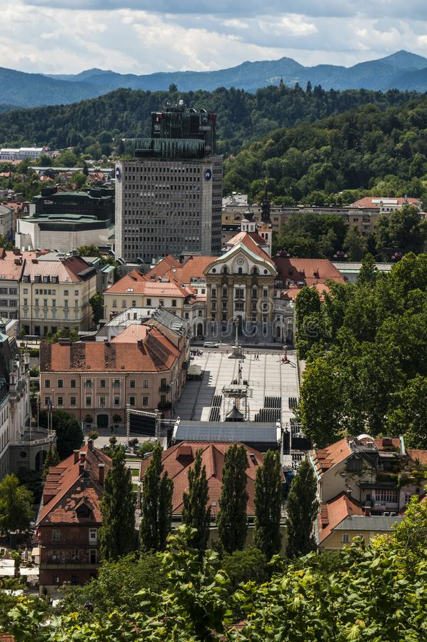 Ljubljana, Slovenië, Europa, Congres Vierkante, luchtmening, groene Kasteelheuvel, park, gezichtspunt, belvedere stock afbeeldingen