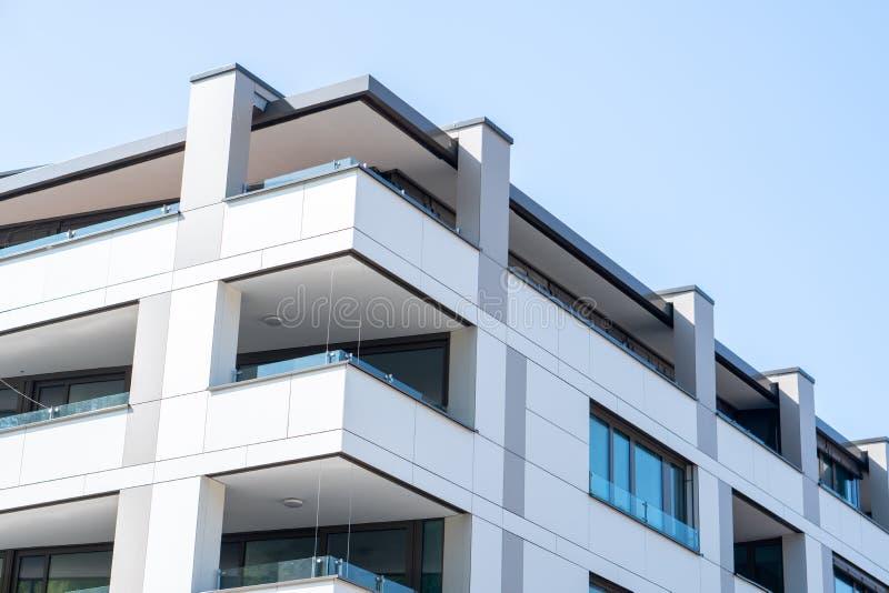 Ljubljana, Sloveni? 7 5 mooie moderne de luxehuisvesting van 2019 van buiten stock afbeelding