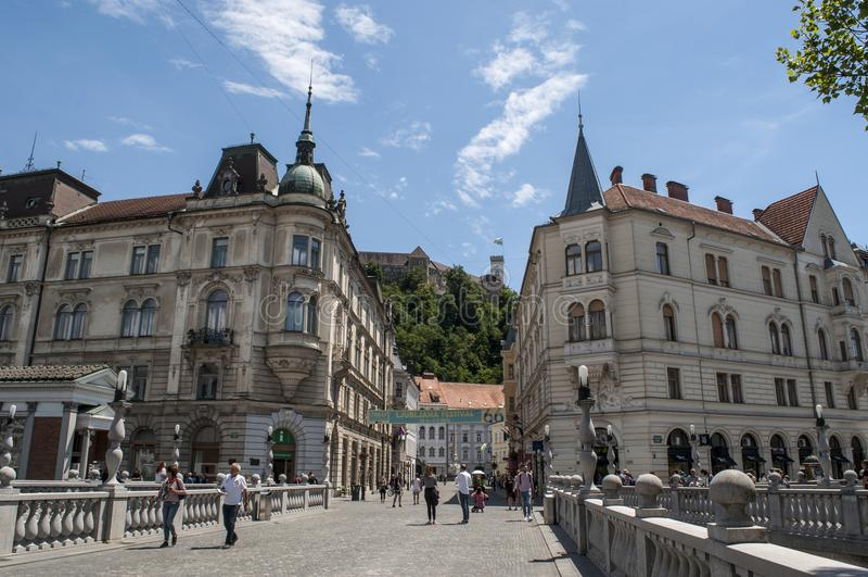 Ljubljana, Slovenia, Europa, smoka miasto, Tromostovje Potrójny most, linia horyzontu, ulica, architektura, sztuka Nouveau obraz royalty free