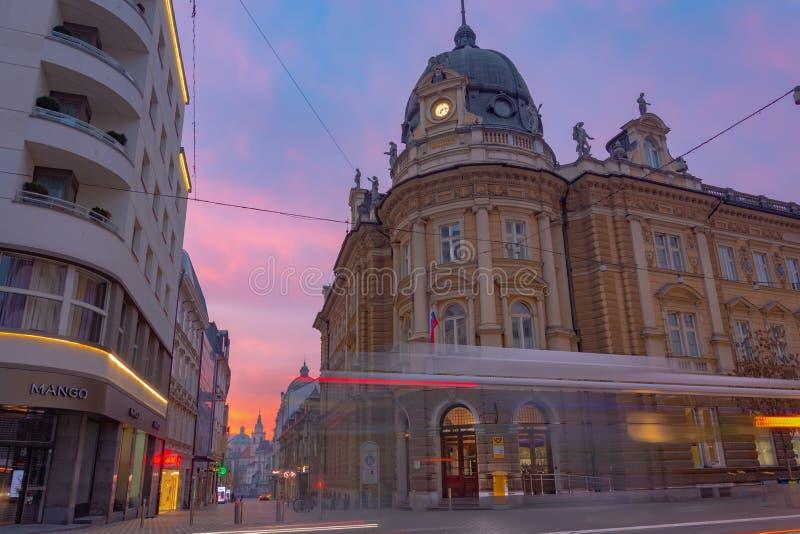 Ljubljana Slovenia, Luty, - 8, 2019: Budynek pocztowy biuro w centrum Ljubljana obraz royalty free