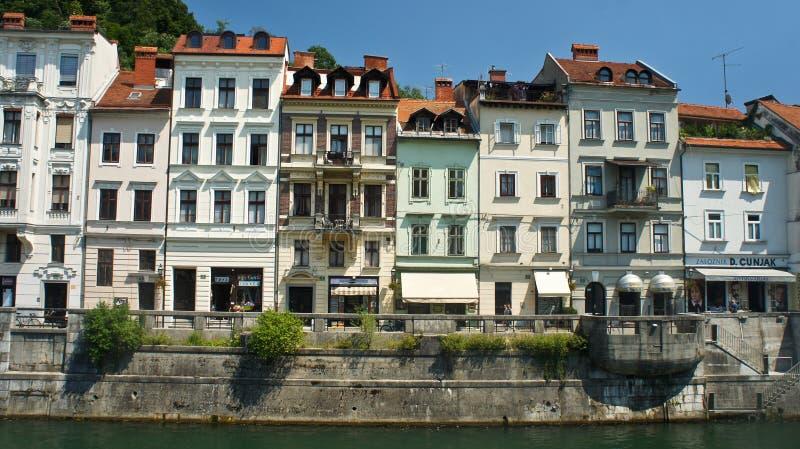 Ljubljana, Slovenia widok Ljubljanica rzeczny bulwar w śródmieściu, piękna architektura, słoneczny dzień - 07/19/2015 - zdjęcie royalty free