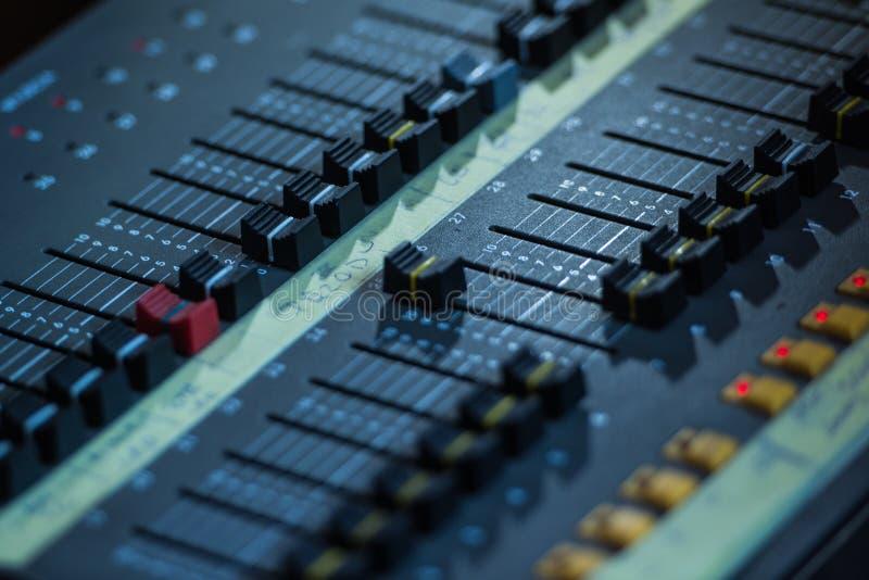 Ljudsignal Closeup för solid blandare royaltyfria foton