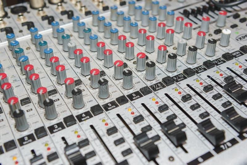 Ljudsignal konsol med full-ram styrning royaltyfri bild