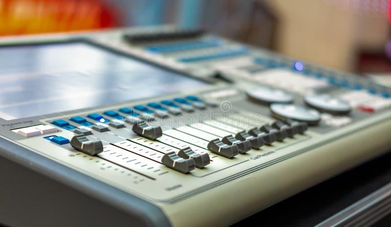 Ljudsignal solid blandare- & förstärkareutrustning med den selektiva fokusen royaltyfri fotografi
