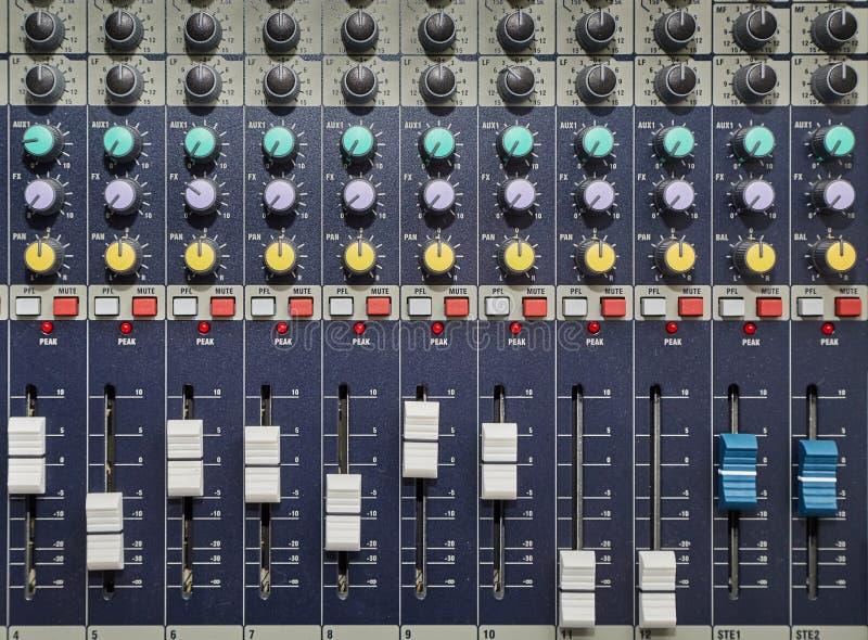 Ljudsignalt blandarebräde arkivfoto