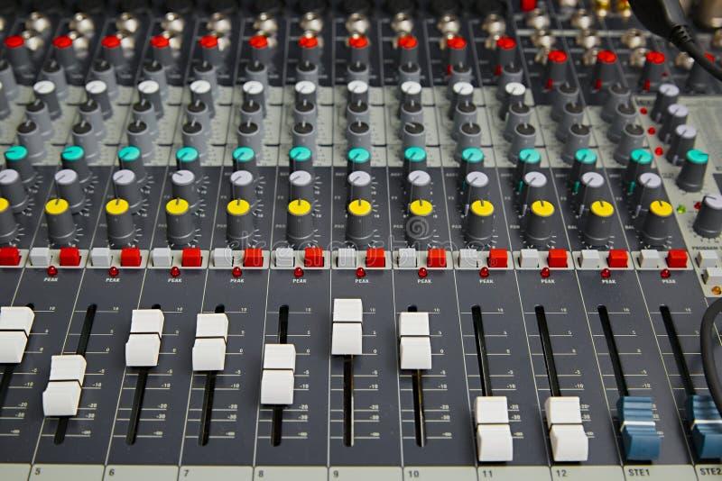 Ljudsignalt blandarebräde arkivfoton