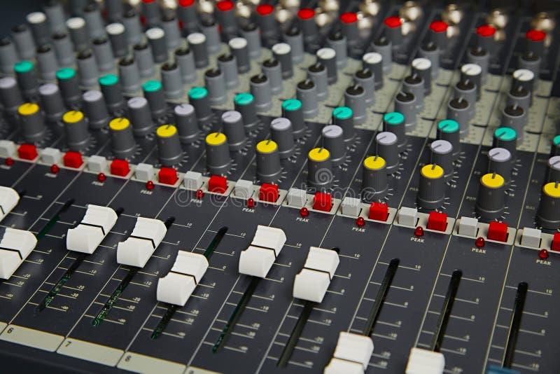 Ljudsignalt blandarebräde royaltyfri fotografi