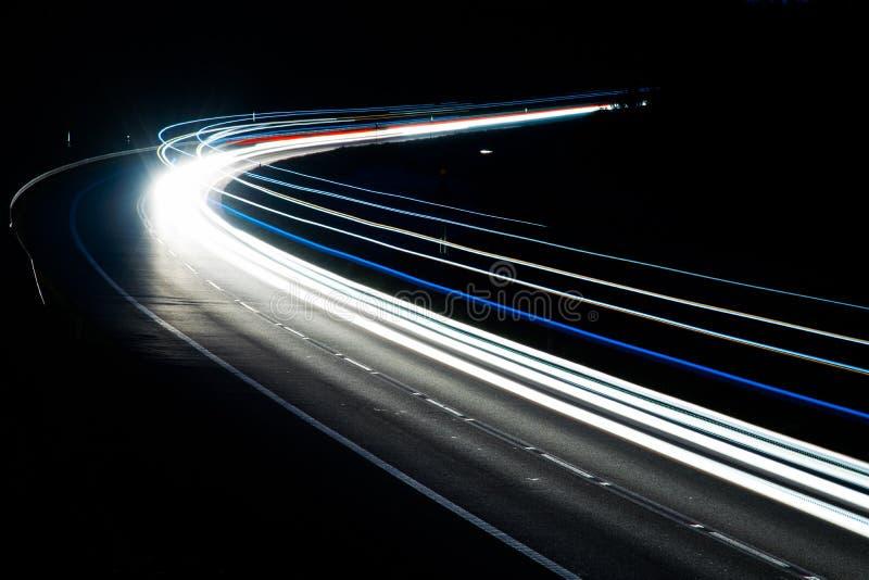 Ljus av bilar med natt arkivbild
