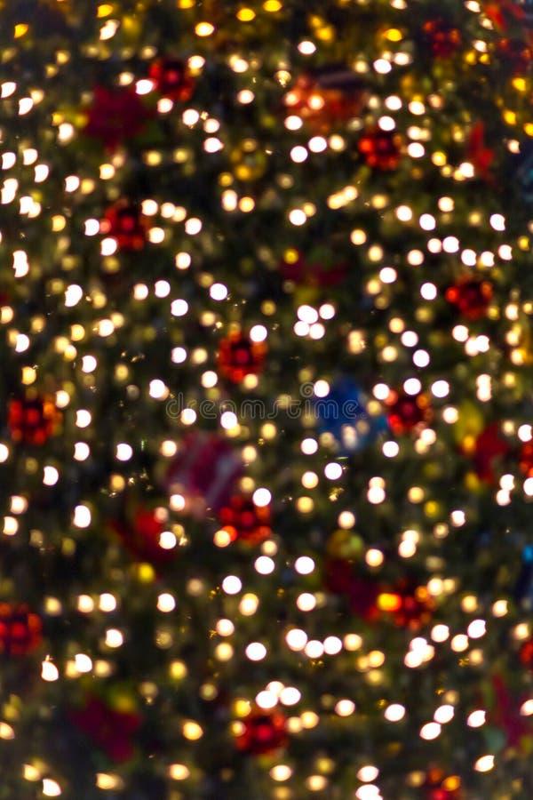 Ljus av en julgran för abstrakt bakgrund arkivfoton