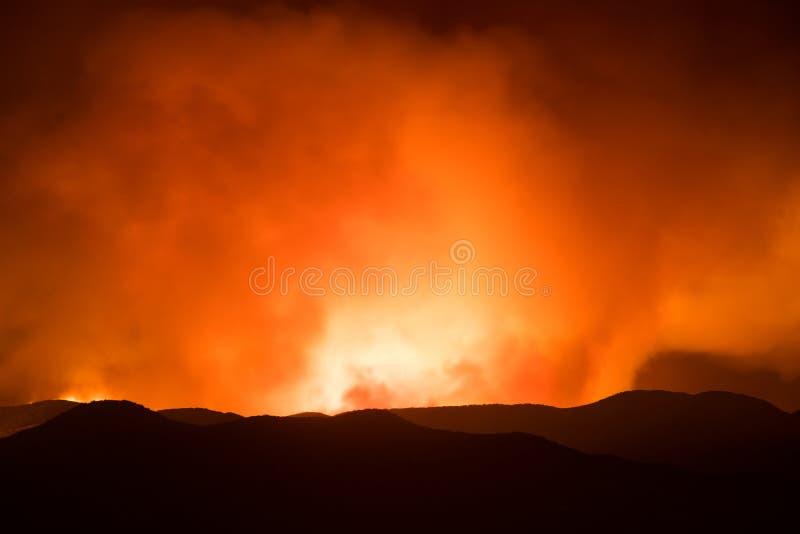 Ljus av sandbrandflammor fotografering för bildbyråer