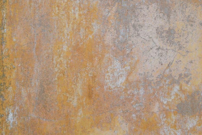 Ljus beige murbrukfasad för Grunge arkivfoton