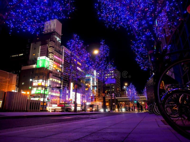 Ljus belysning i den Osaka staden, Japan arkivfoton