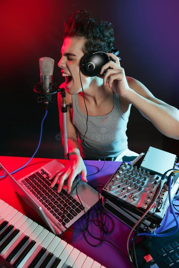 ljus blandande musik för färgrik dj-utrustning arkivfoton
