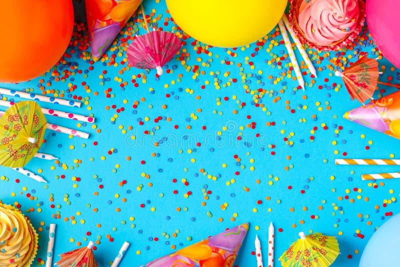 Ljus dekor för en födelsedag, parti royaltyfri foto