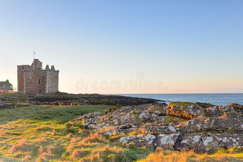 Ljus för Portencross slottotta royaltyfri bild