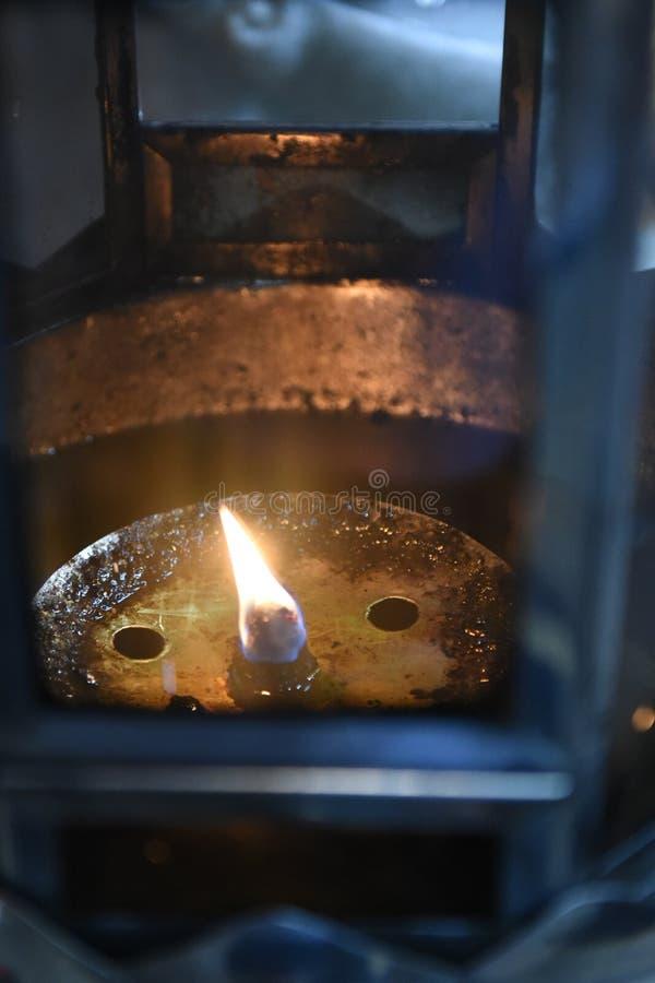 Ljus från en oljalampa som använder de sakrala gudarna royaltyfri foto