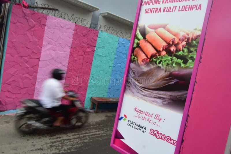 Ljus gasby i staden av Semarang fotografering för bildbyråer