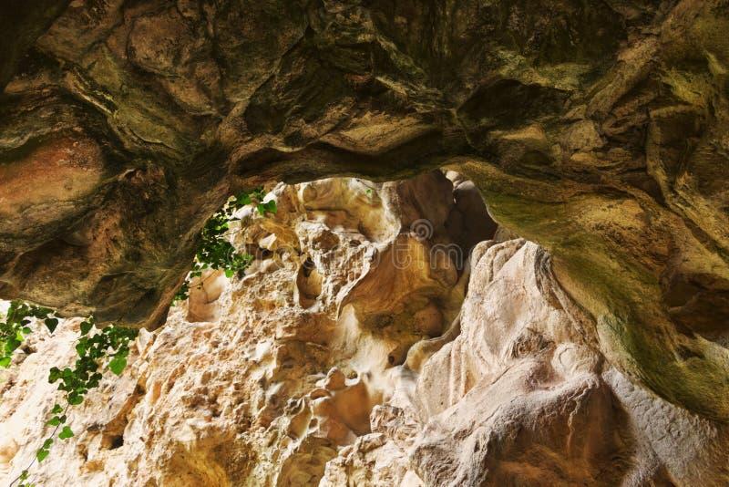 Ljus grottaingång arkivbilder
