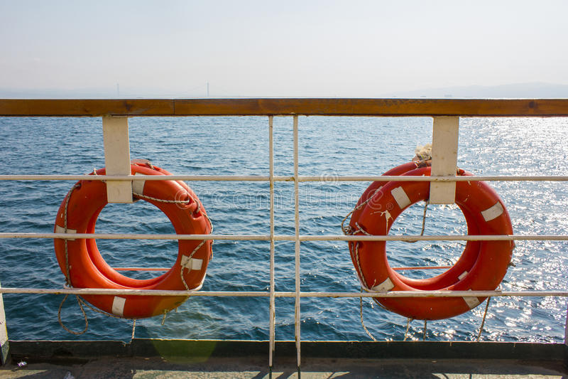 Ljus himmel för sol, skepp i havet royaltyfria foton