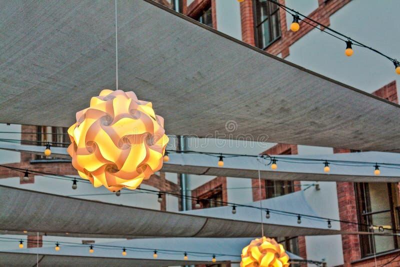 Ljus i borggård arkivfoto