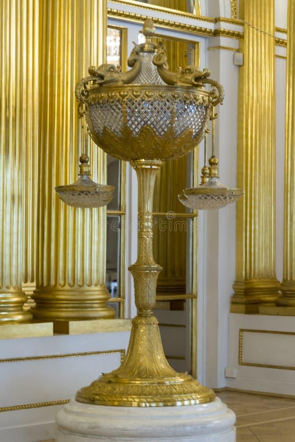 Ljus i den heraldiska Hall The State Hermitage Museum St Petersburg Ryssland royaltyfria bilder