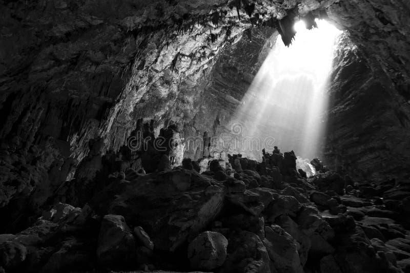 Ljus i grotta arkivfoton