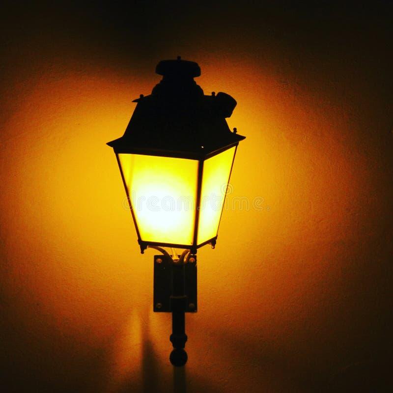 Ljus i a-mörkernatt royaltyfri fotografi
