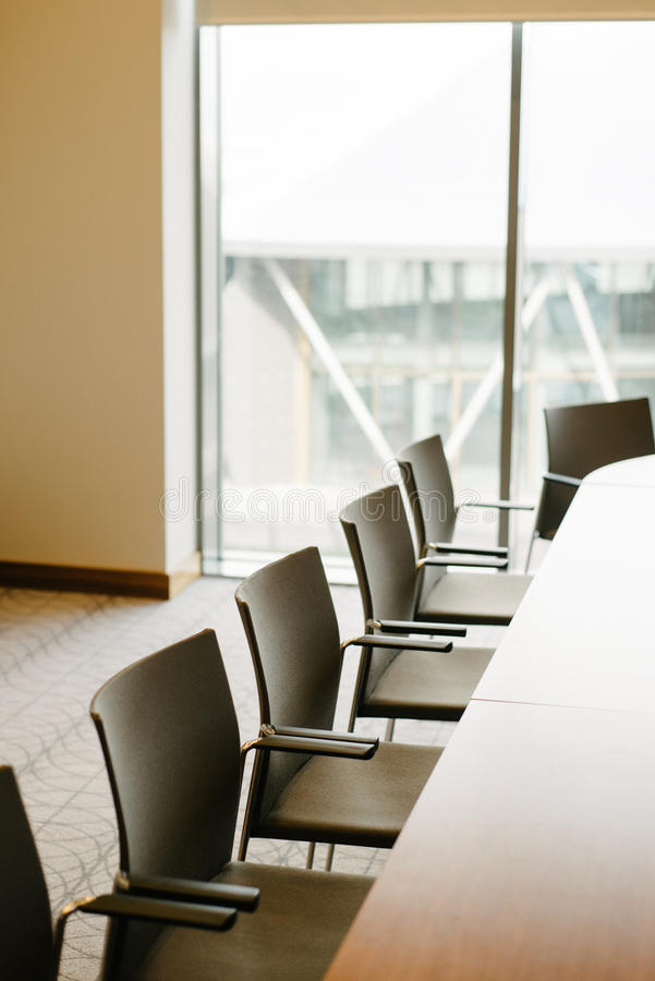 Ljus kontorskonferenskorridor arkivfoto
