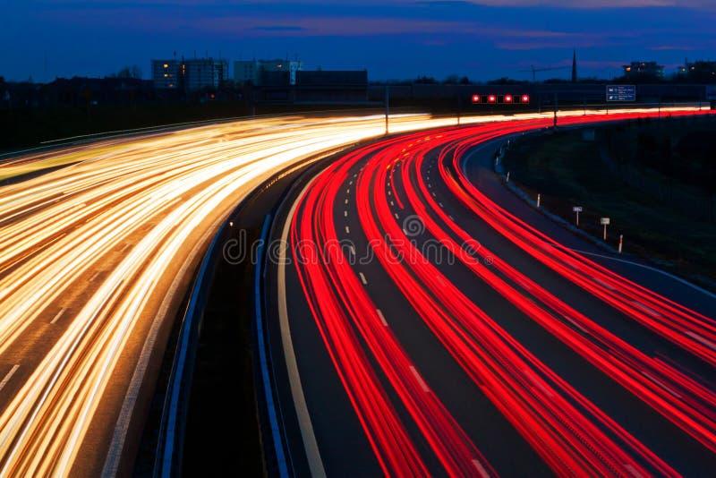 ljus linje för huvudväg arkivfoto