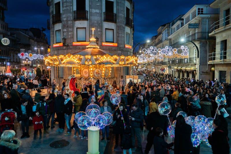Ljus- och Cristmas garneringar i staden av Vigo royaltyfri bild