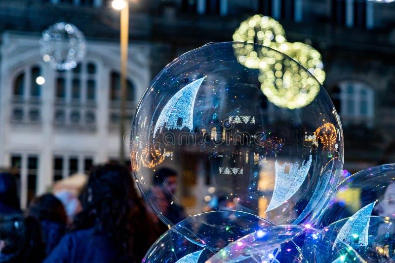Ljus- och Cristmas garneringar i staden av Vigo fotografering för bildbyråer