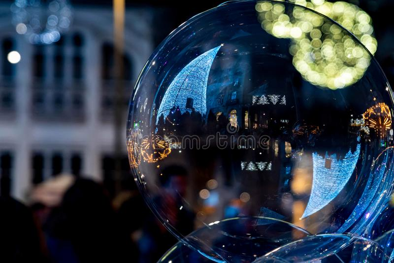 Ljus- och Cristmas garneringar i staden av Vigo royaltyfri foto