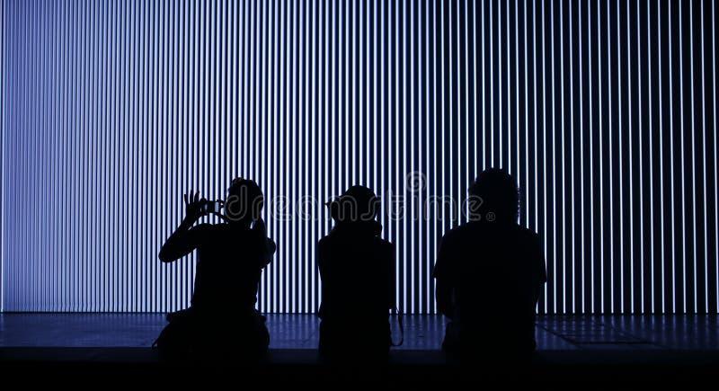 Ljus och för installationatsonar för musik enorm festival royaltyfri foto