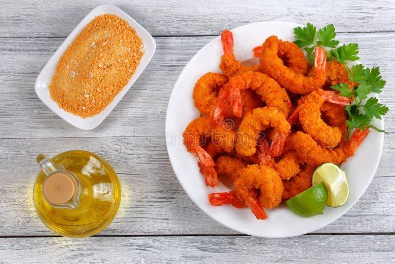 Ljus och frasiga frasiga Fried Shrimp royaltyfria foton