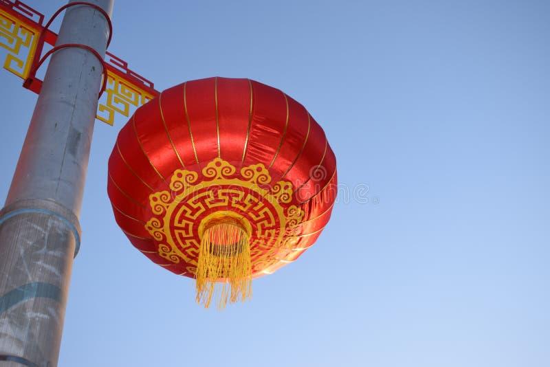 Ljus och vibrerande röd kinesisk lyktalampa fotografering för bildbyråer
