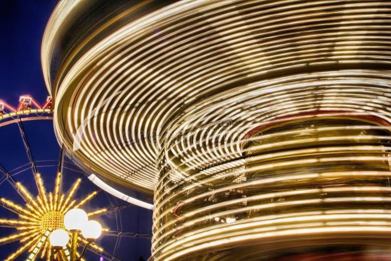 Ljus på en roterande karusell royaltyfri fotografi