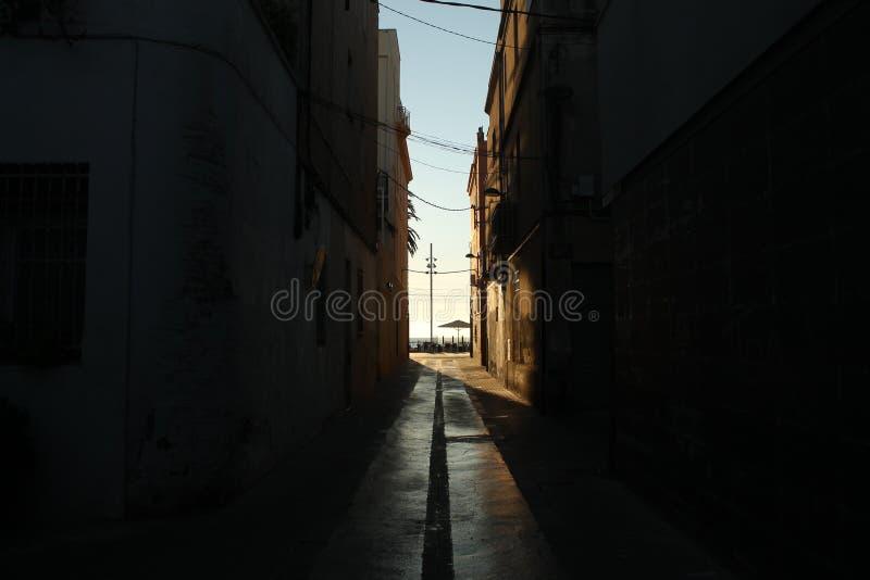 Ljus på slutet av gatan arkivfoton