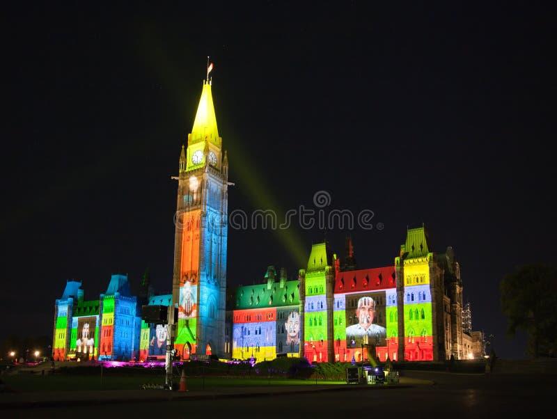 Ljus show på det kanadensiska huset av parlamentet royaltyfri bild