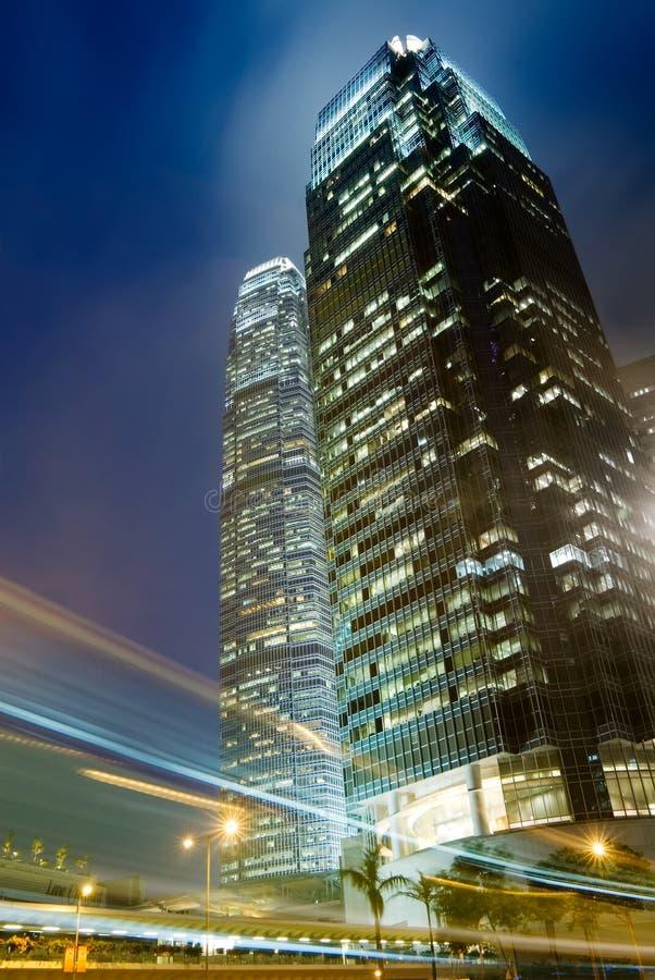 ljus skyskrapatrafik royaltyfri foto