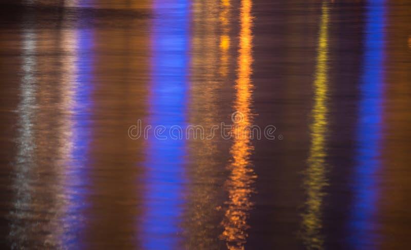 Ljus som reflekterar i krusig yttersida för havsvatten arkivbild