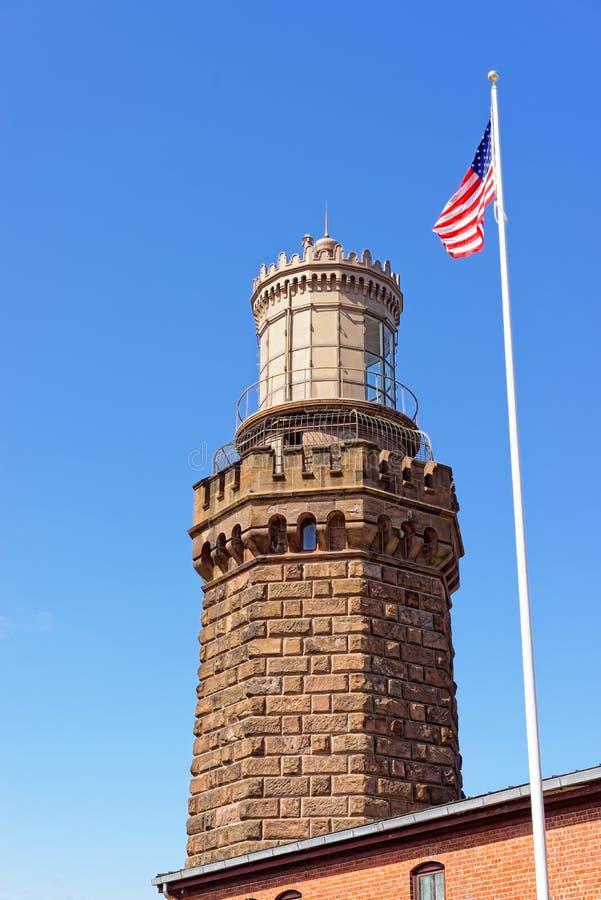 Ljus station och flagga på Sandy Hook i nytt - ärmlös tröja arkivfoton